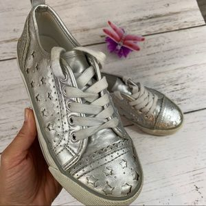 Old Navy Girls Silver Stars Sneakers Lace Up Sze 2